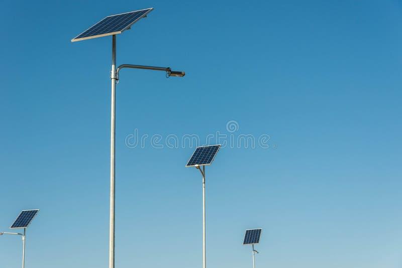 Солнечный фотовольтайческий конец панели вверх снятый на солнечный день стоковое фото rf