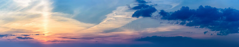 Солнце луча панорамы заволакивает восход солнца захода солнца стоковые изображения