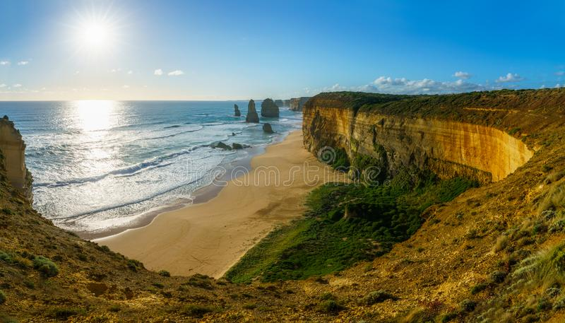 Солнце над 12 апостолами, большая дорога океана на гаван campbell, Австралии 2 стоковое фото rf