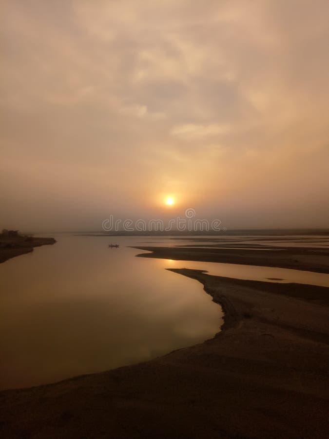 Солнце на озере стоковая фотография rf