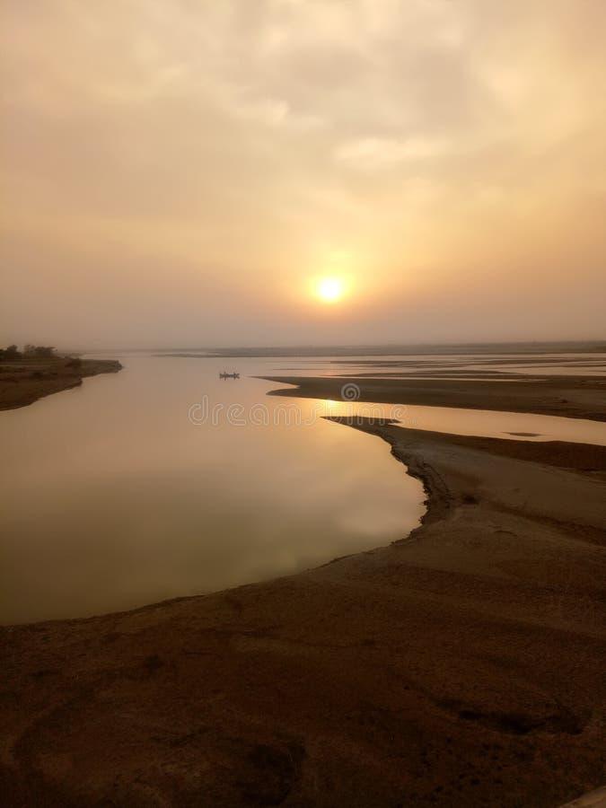Солнце на озере стоковое изображение rf
