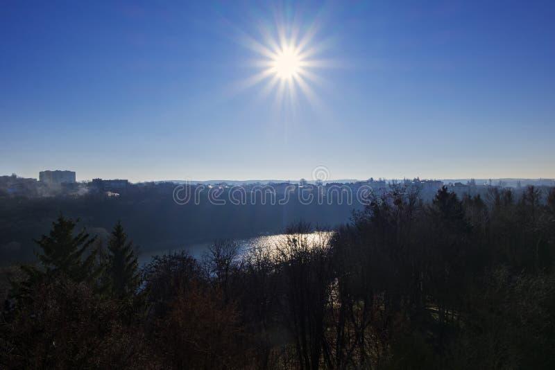 Солнце подняло над рекой стоковая фотография rf