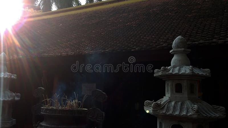 Солнце после полудня древним храмом стоковое фото