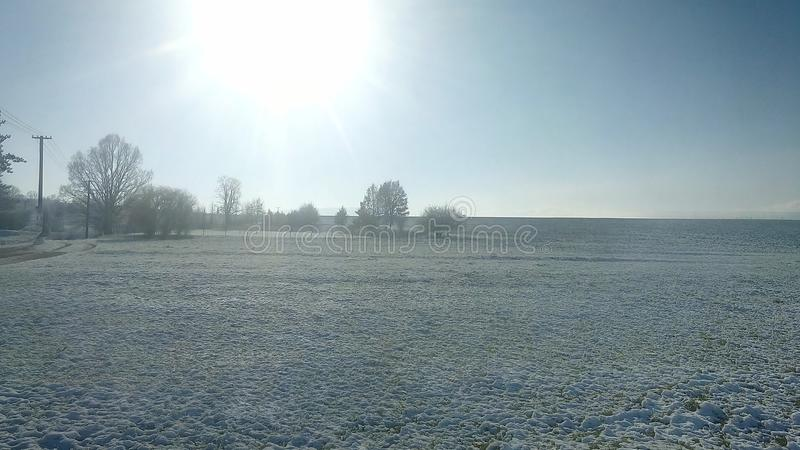 Солнце спортивной площадки зимы в октябре стоковое фото