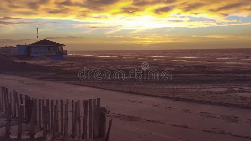 Солнце установило в Noordwijk Нидерланд стоковое изображение rf