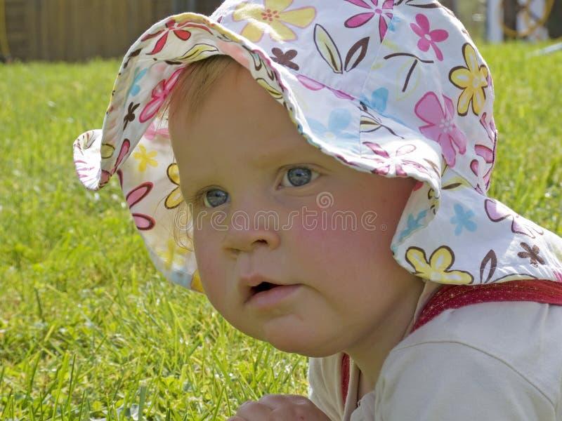 солнце шлема младенца стоковое изображение rf