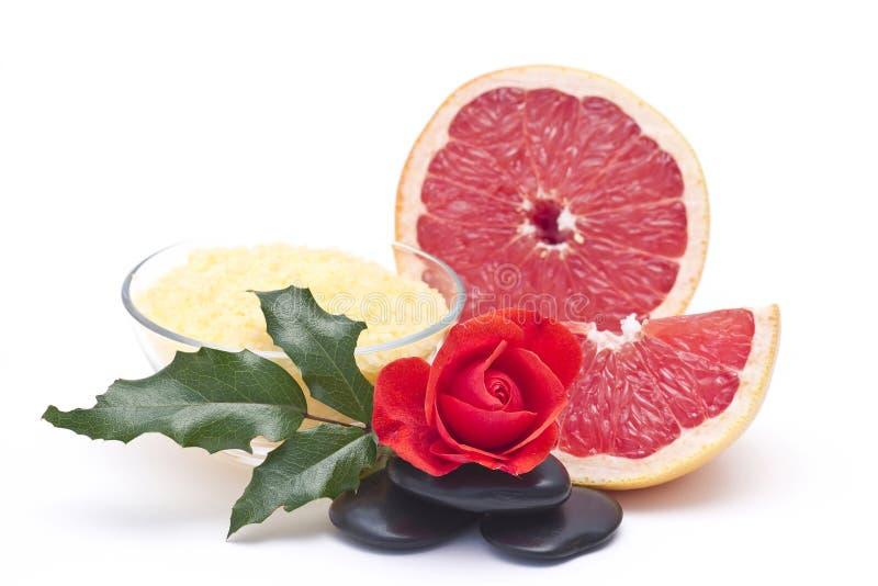 соль красного цвета свежих фруктов ванны розовое стоковое изображение rf