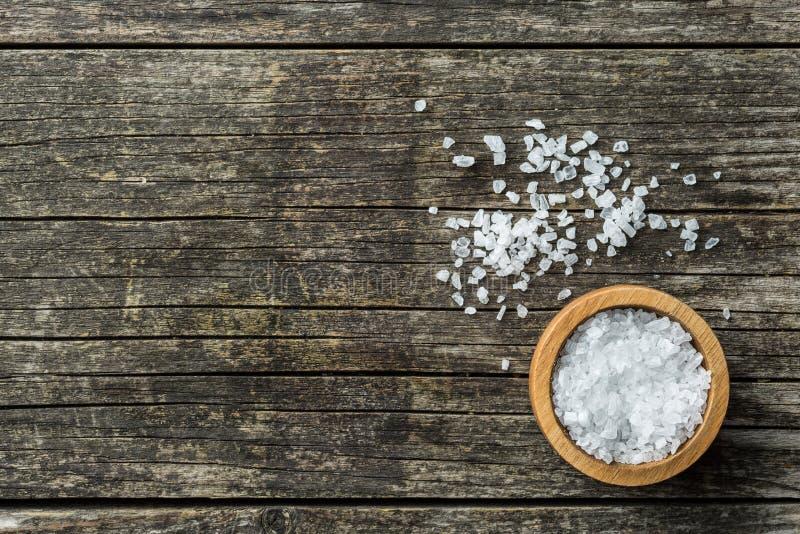 Соль моря в шаре стоковые изображения rf