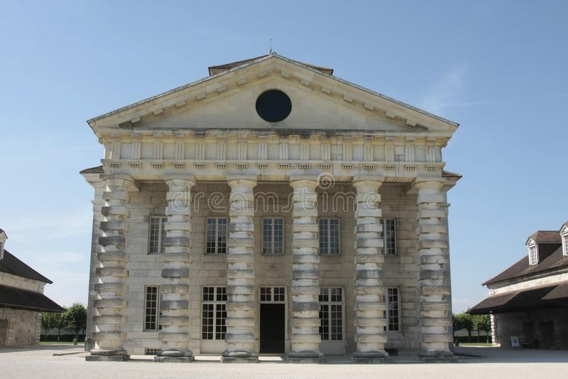 Соляное Royale в дуге et Senans Историческое здание сделанное архитектором Клод-Nicolas Ledoux, в дуге et Senas Франции стоковые изображения