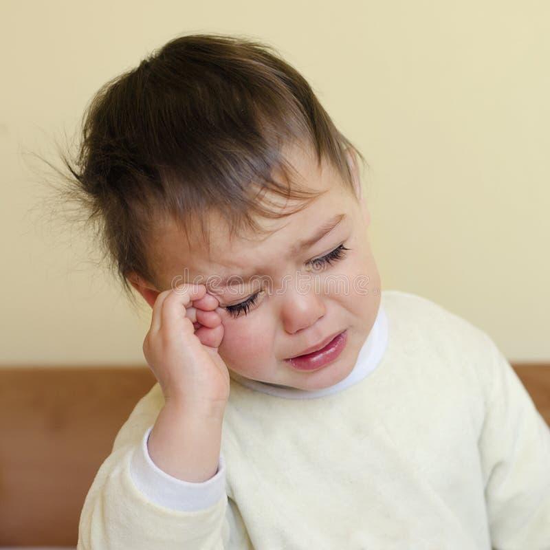 Плача сонный ребенок стоковая фотография rf