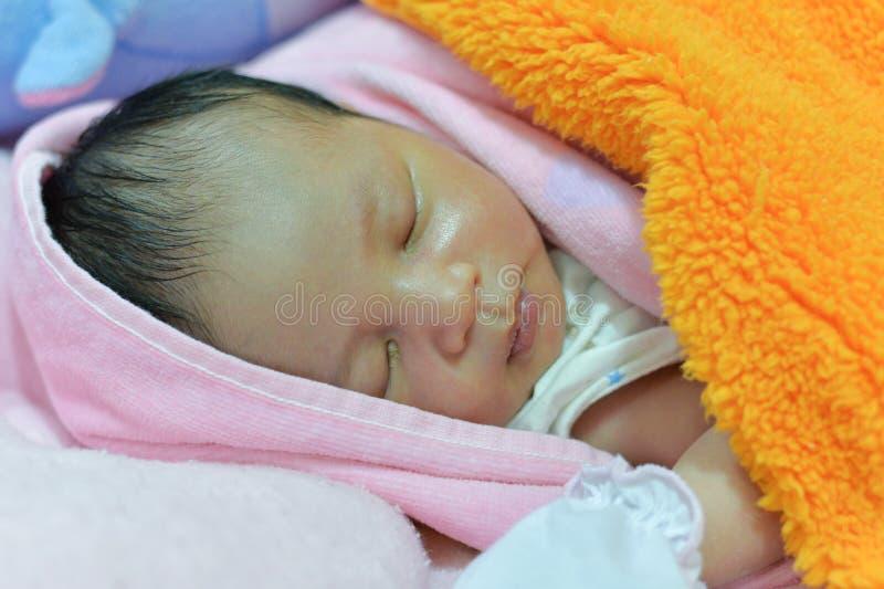 сон младенца newborn стоковое фото rf
