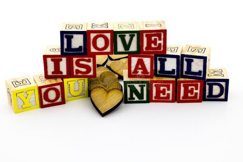 Сообщение все влюбленности вам нужны блоки стоковые изображения rf