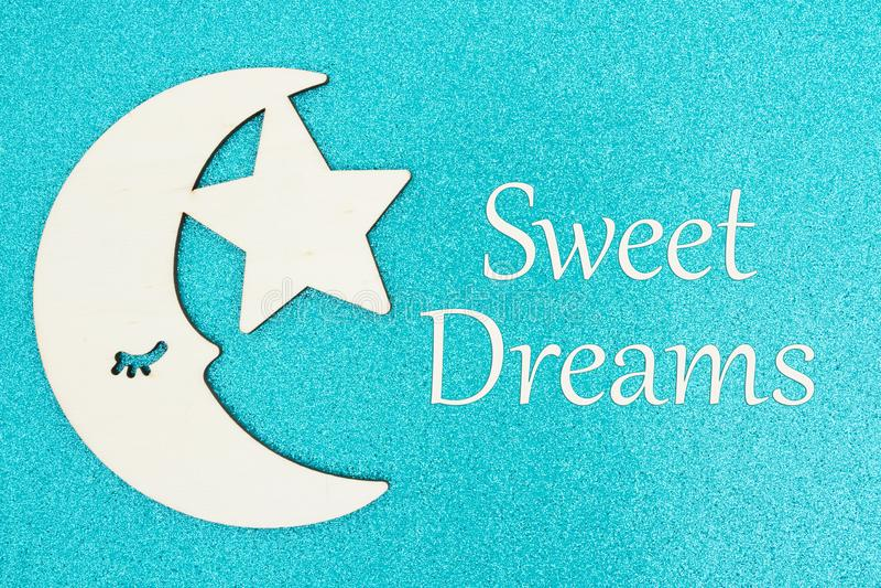 Сообщение сладких мечт с деревянными луной и звездой стоковая фотография rf