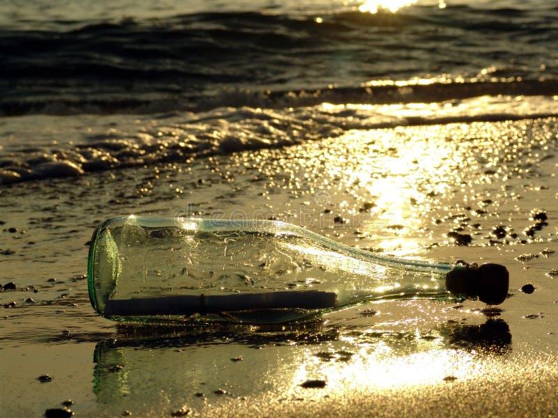 сообщение 6 бутылок стоковое изображение rf
