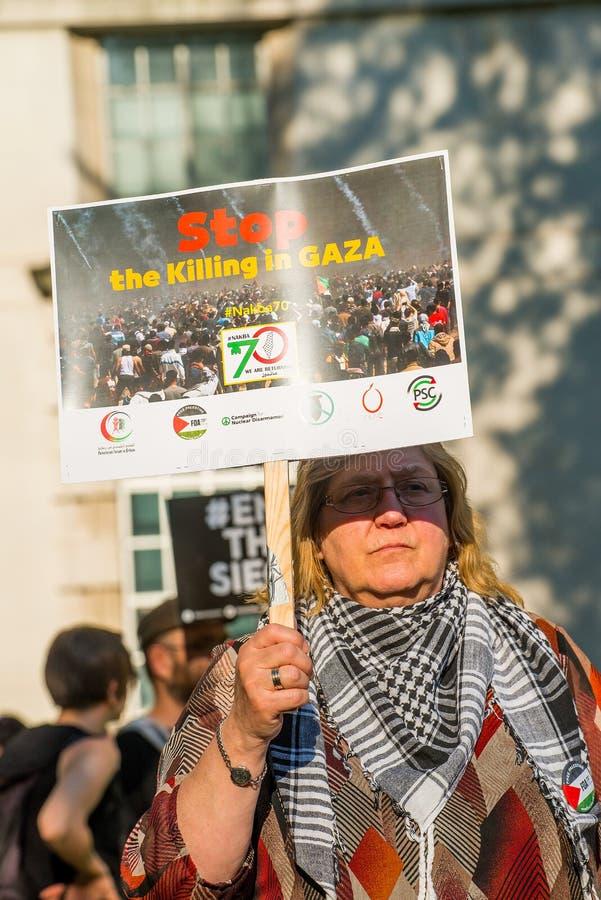Сообщения протеста на Газа: Остановите ралли бойни в Уайтхолле, Лондоне, Великобритании стоковое фото