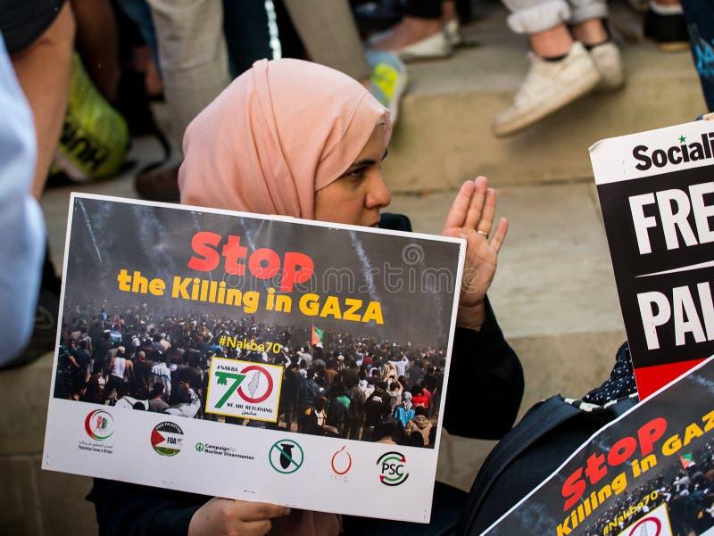 Сообщения протеста на Газа: Остановите ралли бойни в Уайтхолле, Лондоне, Великобритании стоковые фотографии rf