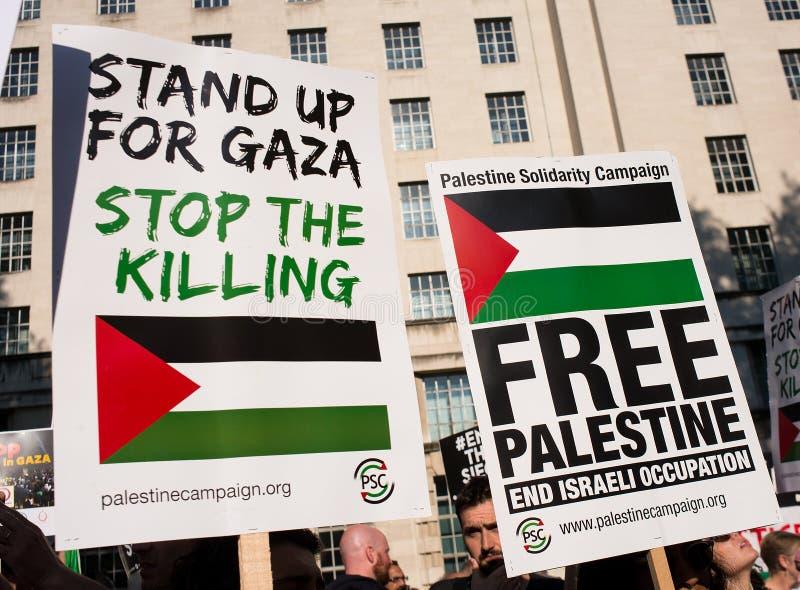 Сообщения протеста на Газа: Остановите ралли бойни в Уайтхолле, Лондоне, Великобритании стоковая фотография rf