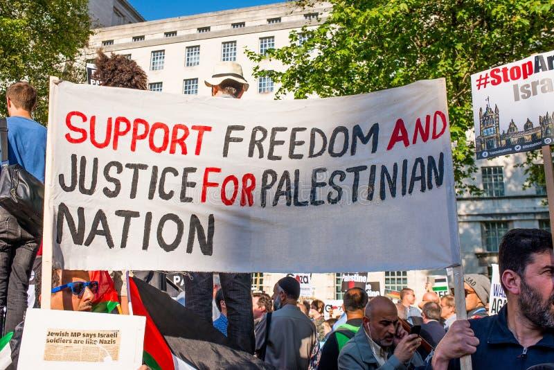Сообщения протеста на Газа: Остановите ралли бойни в Уайтхолле, Лондоне, Великобритании стоковые фото