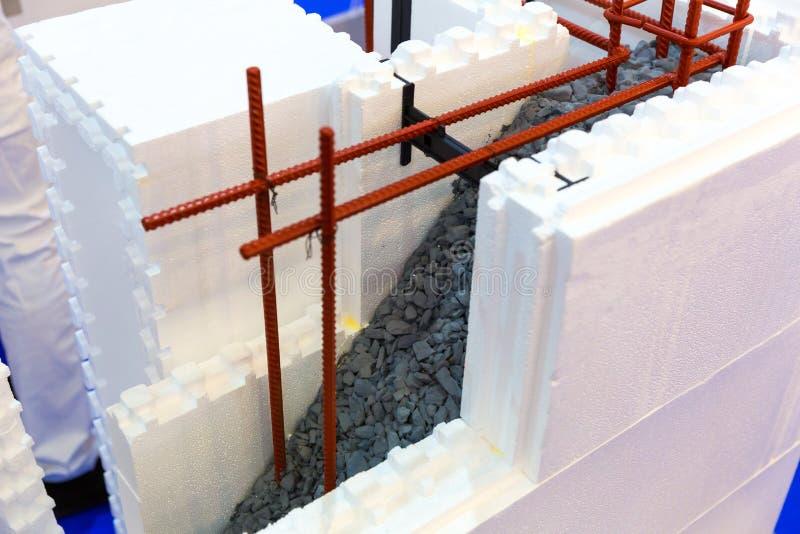 Сооружение стены постоянной форма-опалубкы, отрезанный взгляд стоковые изображения rf