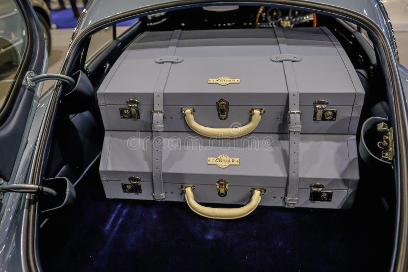 Соответствуя кожаные случаи в заде e типа автомобиля ягуара стоковое изображение