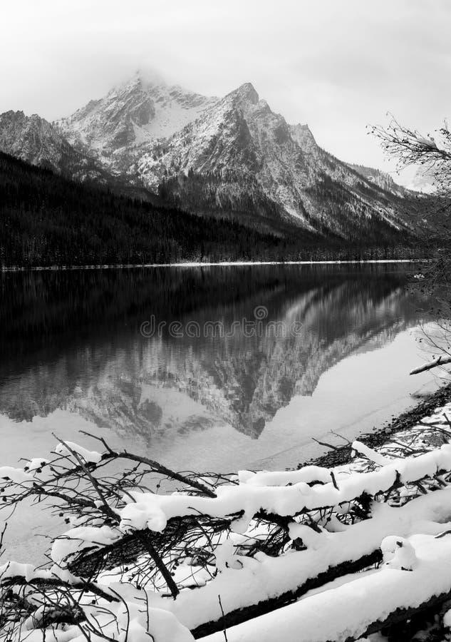 Соотечественник Recr Айдахо ландшафта зимы озера гор Sawtooth глубокий стоковое фото rf