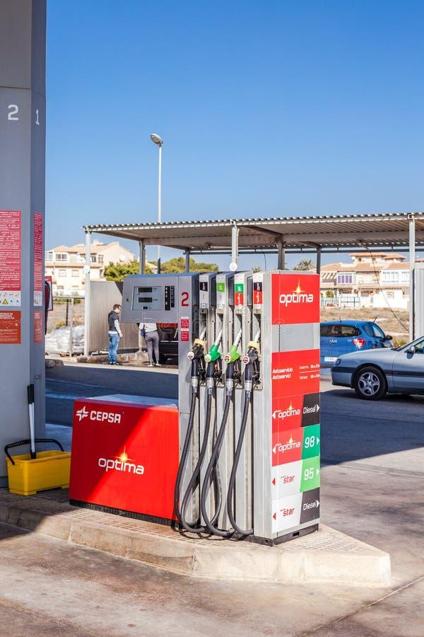 Сопла бензонасоса на станции газовой службы стоковые изображения rf