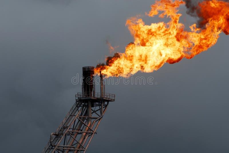 Сопло и пожар заграждения пирофакела на оффшорной буровой вышке стоковое изображение