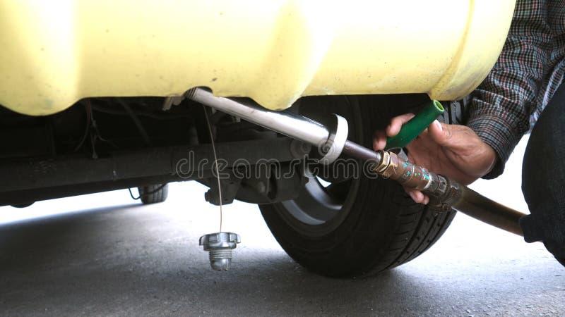 Сопло клапана отверстия пальца жидкостная газовая служба нефти стоковая фотография rf