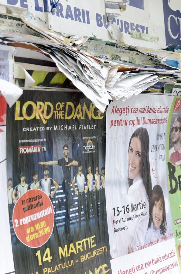 Сорванные плакаты улицы рекламы стоковая фотография rf