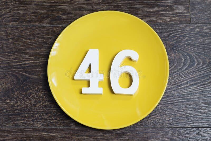 Сорок шесть на желтой плите стоковое фото rf