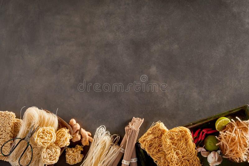 Сортированная пшеница, рис и были лапшами азиата потока стоковые изображения rf