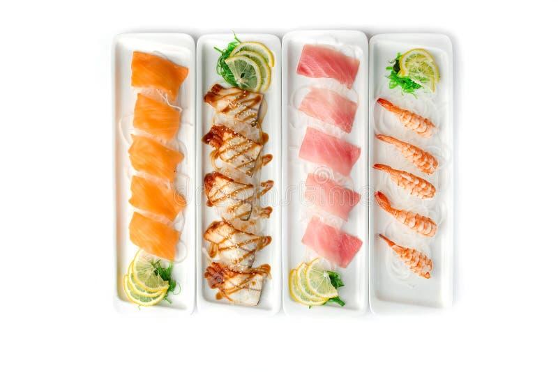 Сортированные блюда японской кухни на плитах на изолированной белой предпосылке стоковая фотография rf