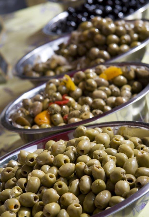 сортированные оливки стоковые фото