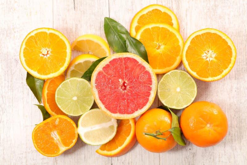 Сортированные цитрусовые фрукты стоковое фото