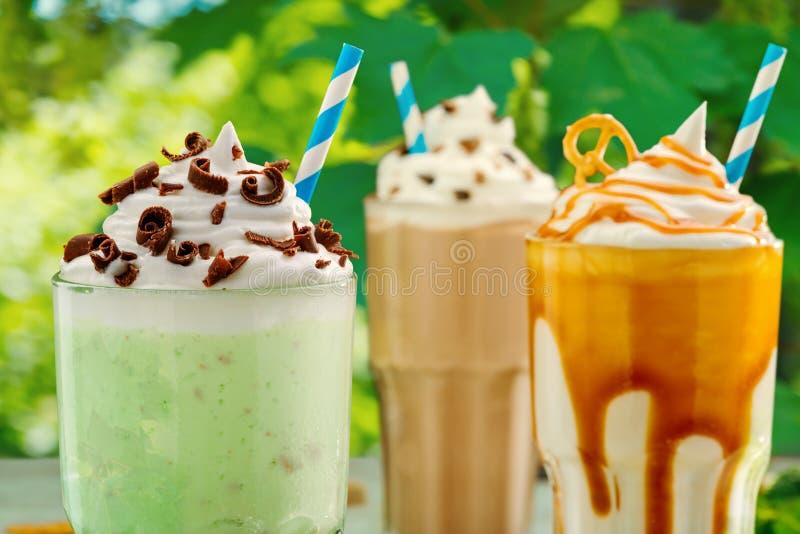 Сортированные milkshakes с толстой пеной стоковая фотография