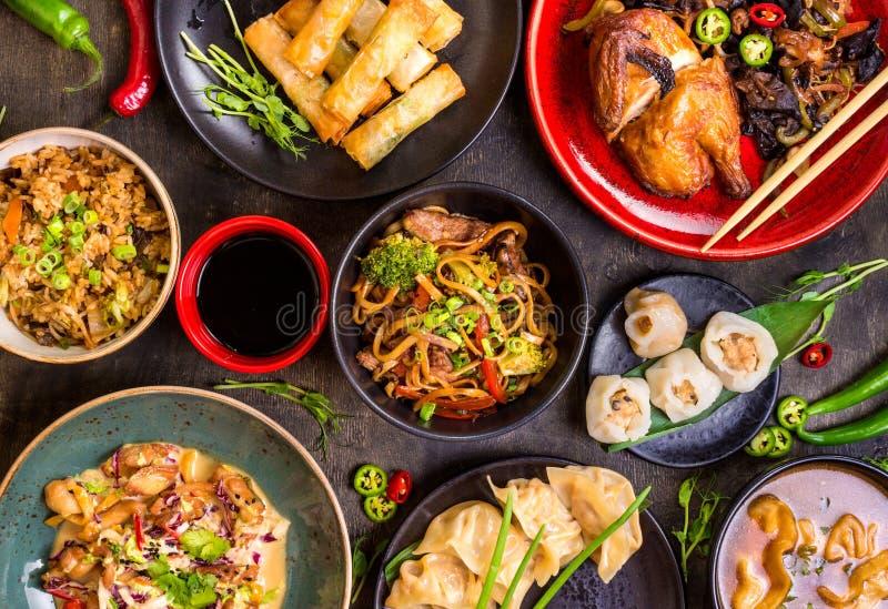 Сортированный китайский комплект еды стоковое изображение rf
