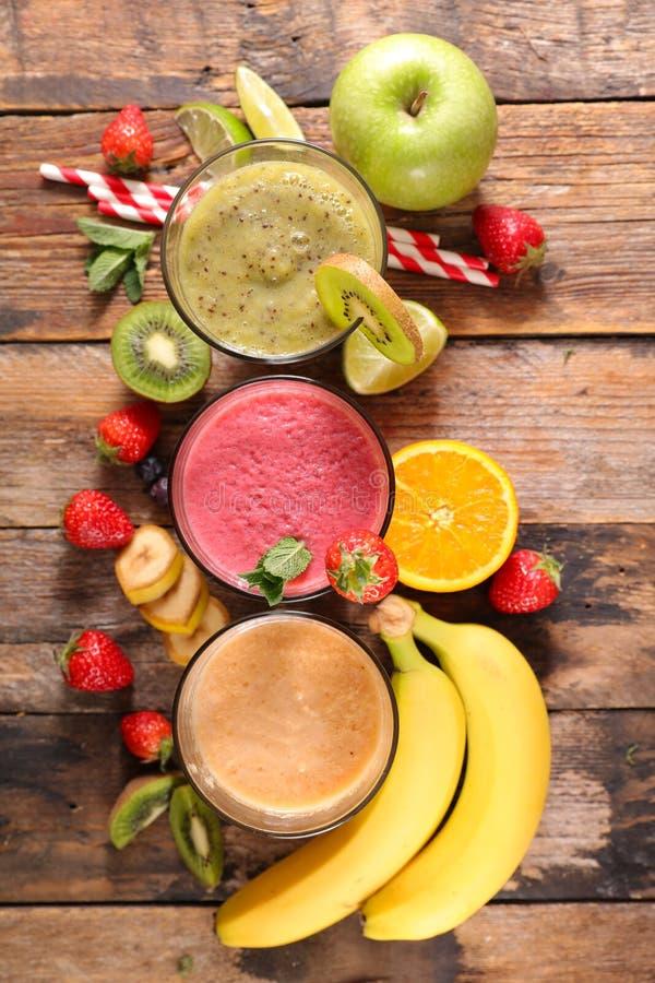 Сортированный плодоовощ smoothie стоковые изображения rf