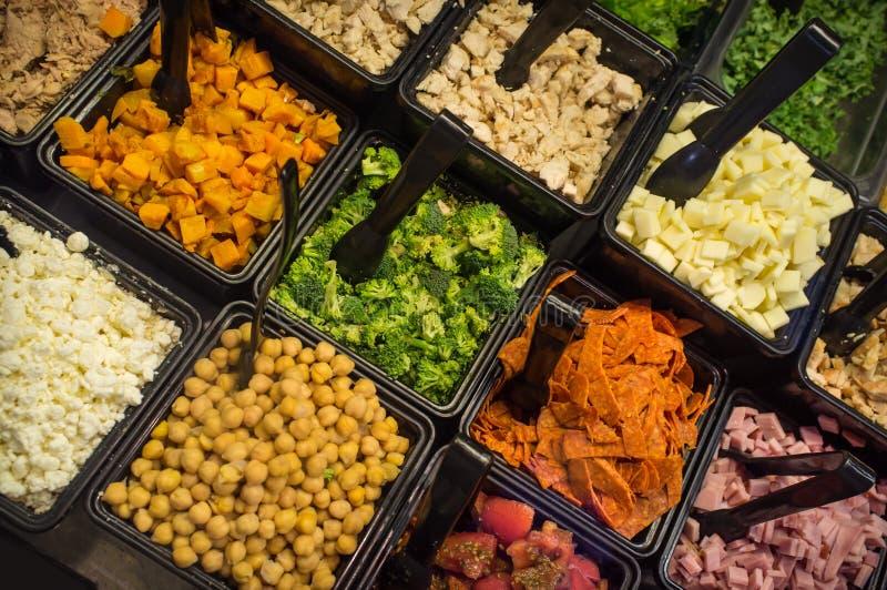 Сортированный салат-бар стоковое изображение rf