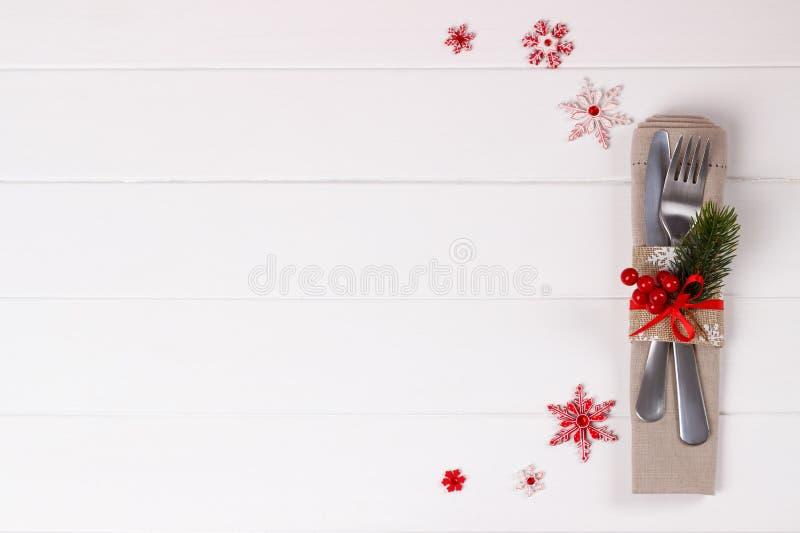 сосенка померанцев игл лимонов дат состава кофе cloves рождества шоколада шариков яблок ангела красивейшая представляет изюминки  стоковая фотография