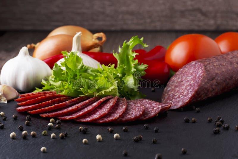 Сосиска и овощи стоковые изображения