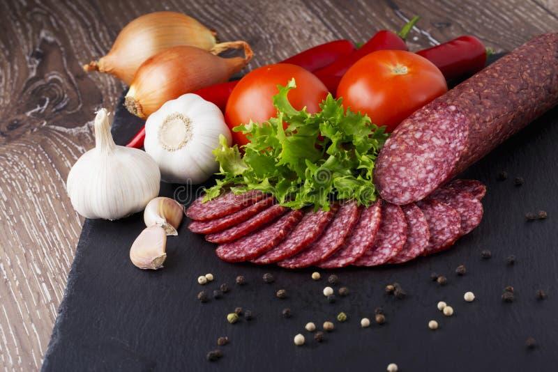 Сосиска и овощи стоковые фотографии rf