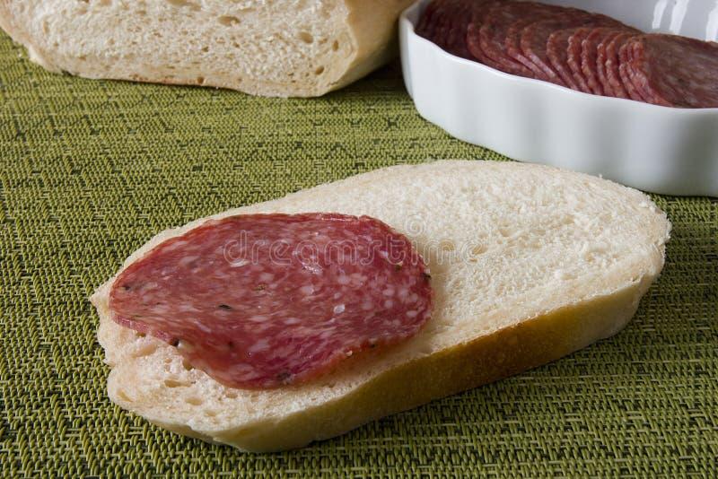 Сосиски салями сандвича стоковые изображения
