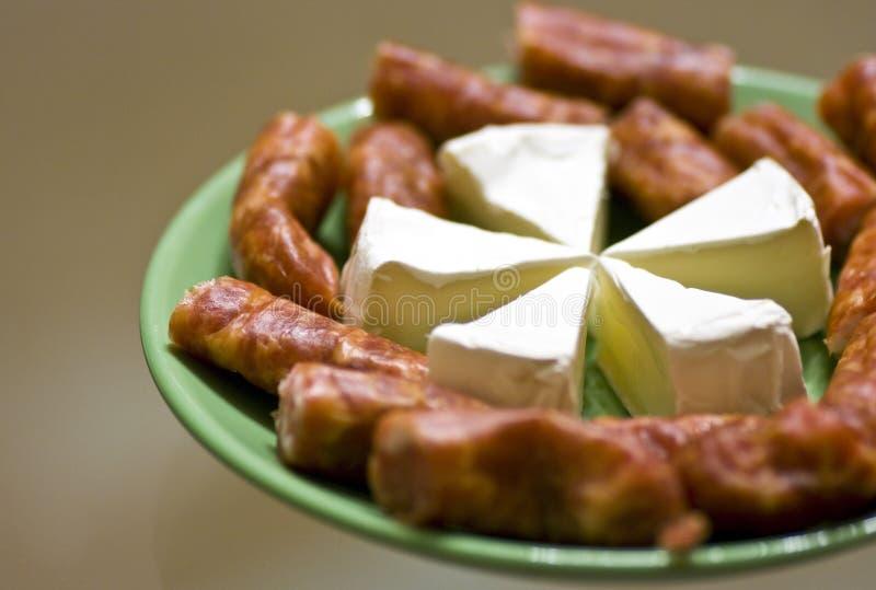 Download сосиски сыра стоковое фото. изображение насчитывающей сыр - 6858492