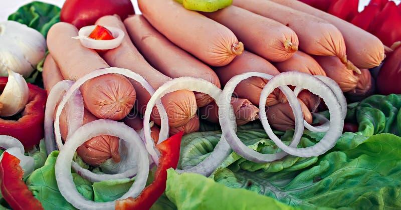 Сосиски с овощами стоковые фото