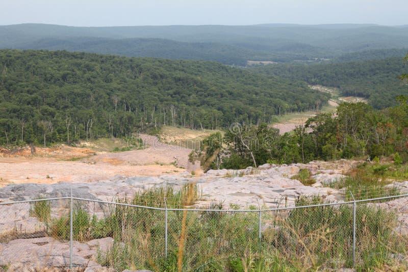 Соскобленная земля водя к парку штата Закрывать-ins Джонсона стоковая фотография