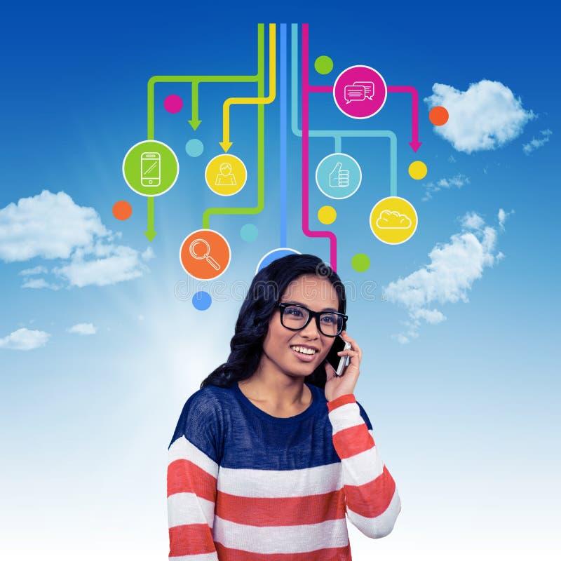Составное изображение азиатской женщины на телефонном звонке стоковая фотография