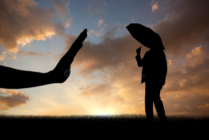Составное изображение бизнесмена приютить под зонтиком стоковые изображения rf