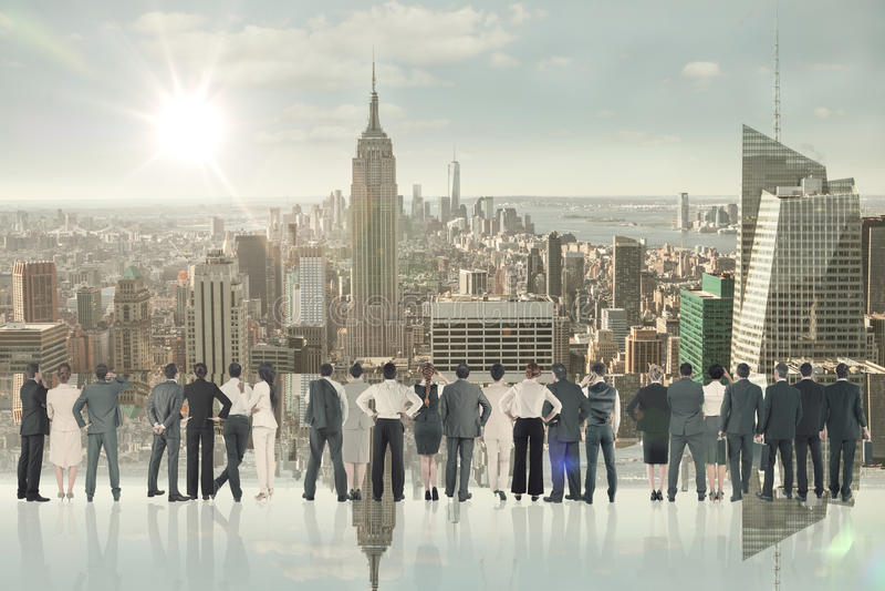 Составное изображение вид сзади многонациональных бизнесменов стоя бортовая - мимо - сторона стоковые фотографии rf