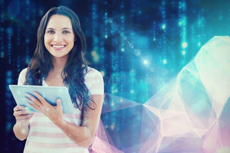 Составное изображение женщины сидя с таблеткой стоковые изображения rf