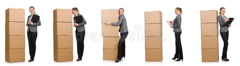 Составное изображение женщины с коробками на белизне стоковое изображение